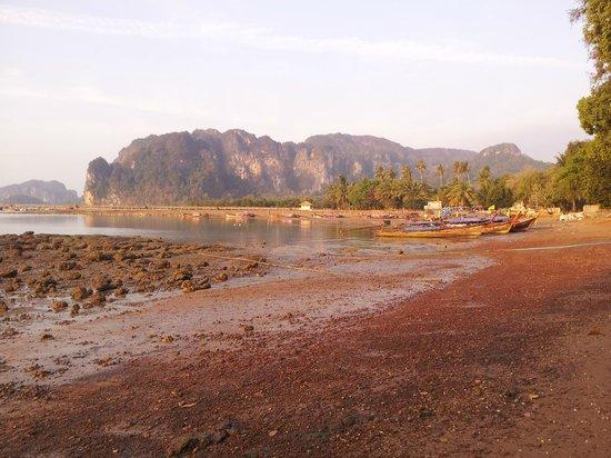 Krabi Tropical Beach Resort: View from Hotel