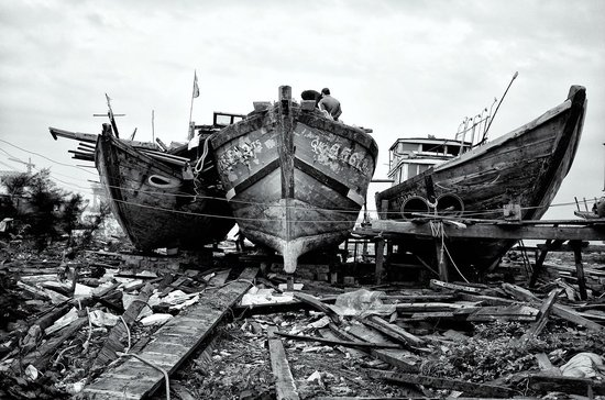 Hoi An Photo Day Tours & Workshop : Boat repair
