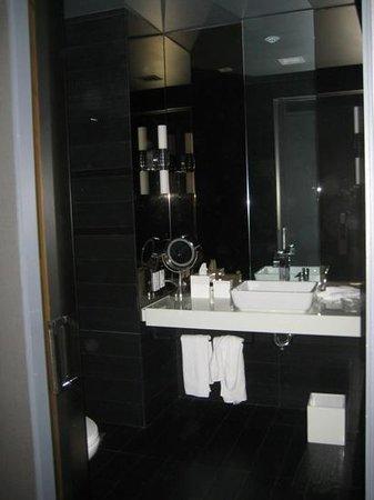 bathroom at Andaz Wall Street