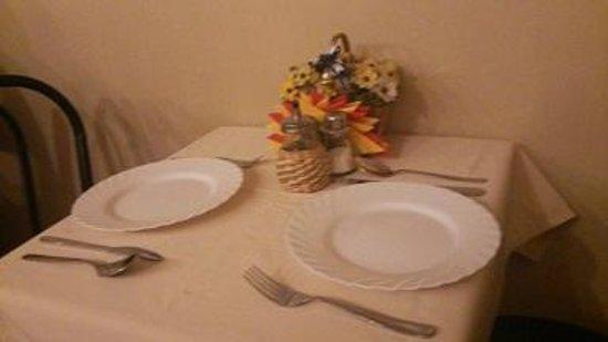 Nevsky Contour Hotel: 朝食のテーブル