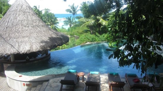 Constance Lemuria : Pool and view of Petite Anse Kerlan