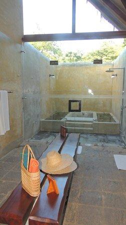 Jetwing Vil Uyana : Salle de bains et douches très nature
