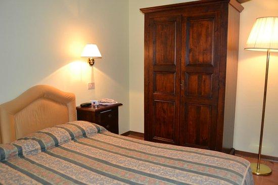 Hotel Residence San Gregorio : camera da letto