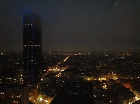 Pullman Paris Montparnasse : vue nocturne du 24eme etage