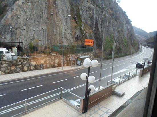 Sant Eloi Hotel: vistas a la carretera principal
