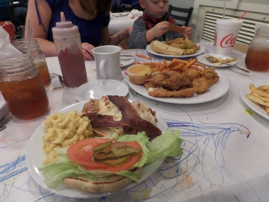 Harvest Moon Low Country Grill: Seafood combo!!
