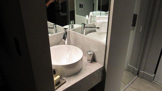 Riviera Hotel & Suites South Beach: Lavabo dans la chambre !