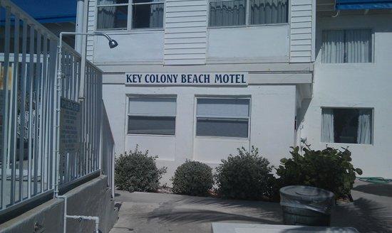 Key Colony Beach Motel: Вид на торец со стороны бассейна