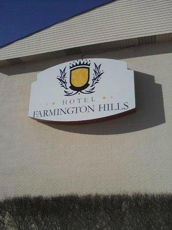 Radisson Hotel Detroit-Farmington Hills : Sign (as seen from Orchard Lake Rd.)