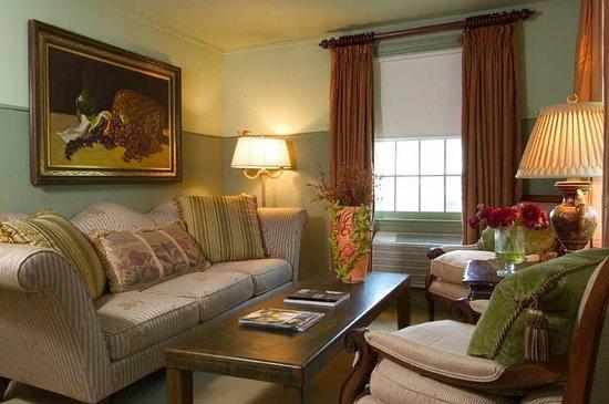 Homestead Inn: KSuite sitting area