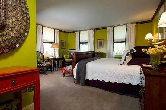 Homestead Inn: King Suite