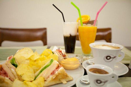 Marina Hotel Athens: Snack Bar
