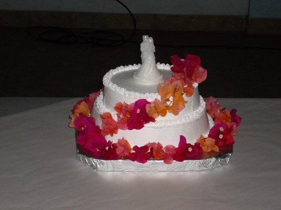 Panaderia & Heladeria Princesa Bakery & Ice Cream Parlor: Wedding Cake at Salon Comunal de Carrillo