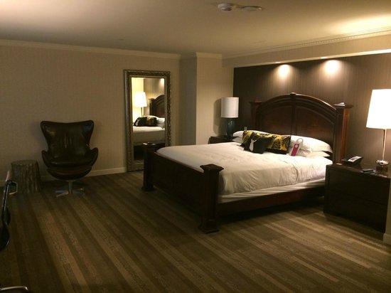 Kimpton Grand Hotel Minneapolis: Refined & Spacious