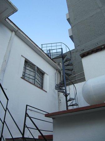 Hotel Casa Gonzalez: cool staircase