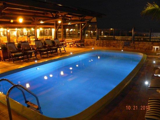 Costa Norte Ingleses Hotel: Piscina de noite