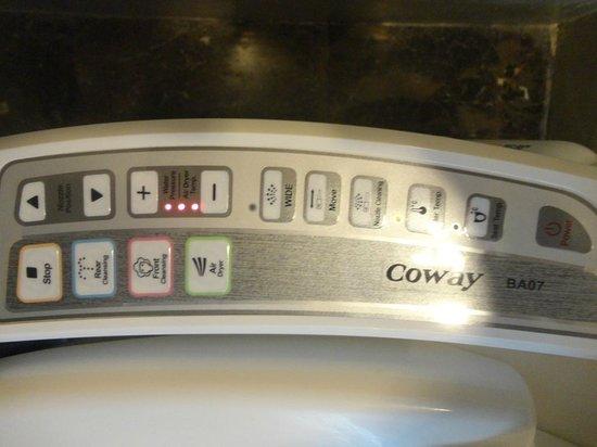 Bangkok Hotel Lotus Sukhumvit: Toilet seat control panel!