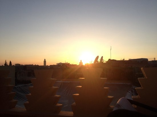 Riad Karmela: Great sunset from roof terrace
