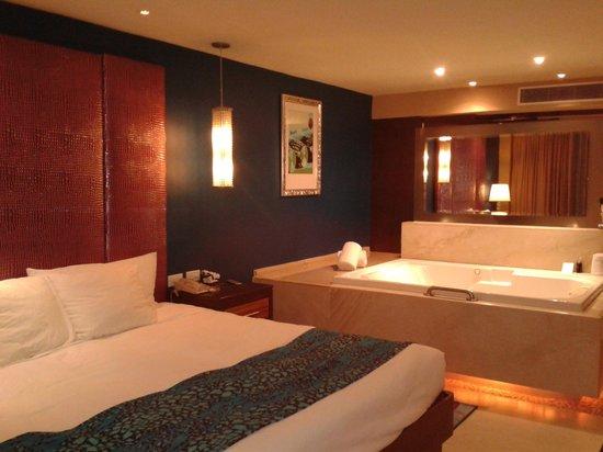 Hard Rock Hotel Cancun: La iluminación es protagonista en todos los espacios