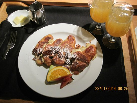 Delta Hotels by Marriott Vancouver Downtown Suites: french toast mmmmmm