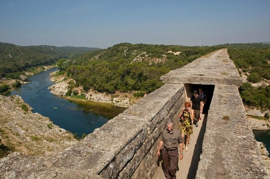 Another Alex Honnold climb « Why Evolution Is True Pont Du Gard Top