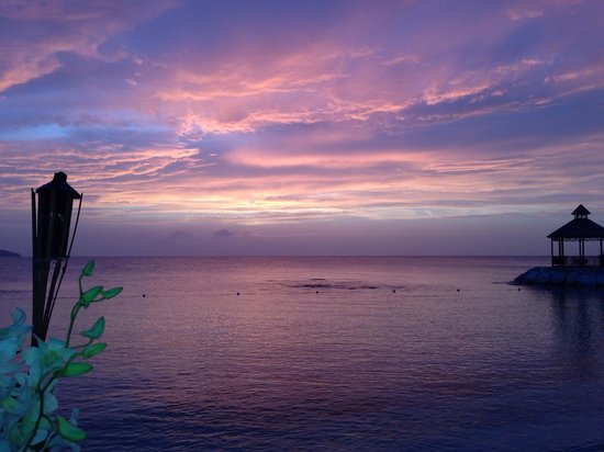Secrets Wild Orchid Montego Bay: Sunsets on the beach are gorgeous
