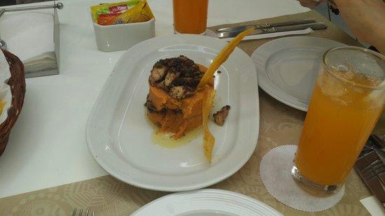Casa Andina Select Zorritos Tumbes: causa de camote con pulpito a la parrilla bastabte bueno