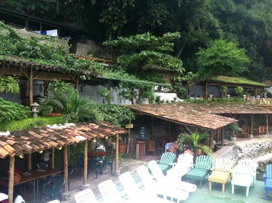 Posada Ecologica la Abuela: Looking down on the lower seating/eating area