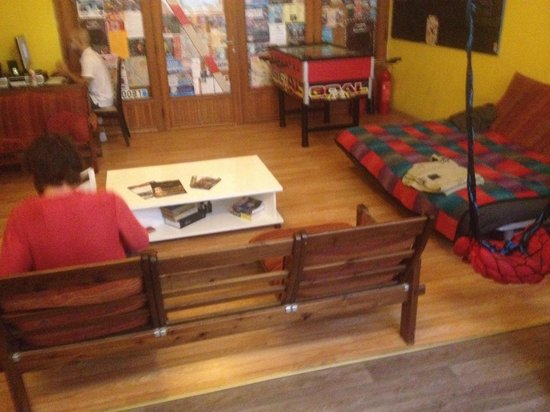X Hostel Budapest : Common room was really easy to make new friends. The couch is very comfy!