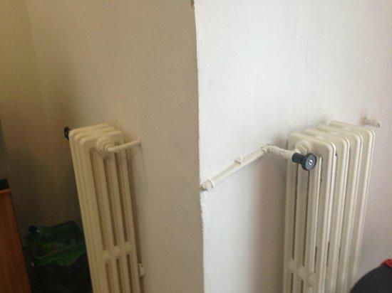 Pension Petit: just 2 tiny heaters