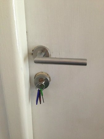 Pension Petit: keep keys in the lock in case of emergency.
