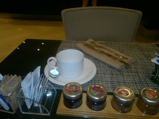 Hotel Dei Mellini: Mesa café manhã