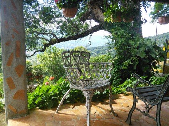 Cabanas El Parador: Petit coin tranquille du jardin.