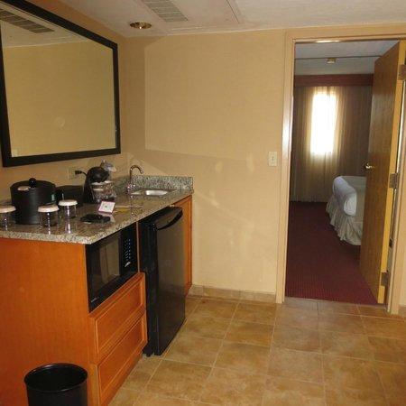 Embassy Suites by Hilton Kansas City-International Airport : Amenities