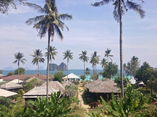 Koh Ngai Thanya Beach Resort: Ausblick auf die Anlage vom Zimmer aus