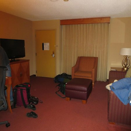 Embassy Suites by Hilton Kansas City-International Airport : Sitting area