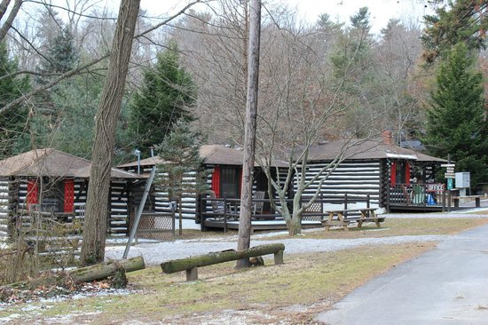 Log Cabin Motor Court: Cabins