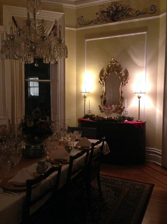 Dupont Mansion B&B : One end of the formal dining room.