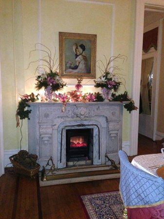Dupont Mansion B&B : Fireplace in main dining room, decked out for the holidays.