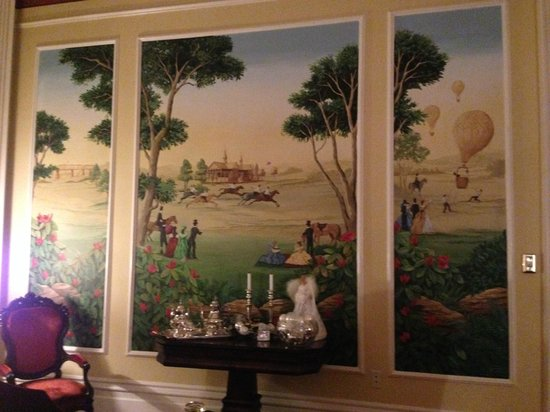 Dupont Mansion B&B : The mural in the front parlor
