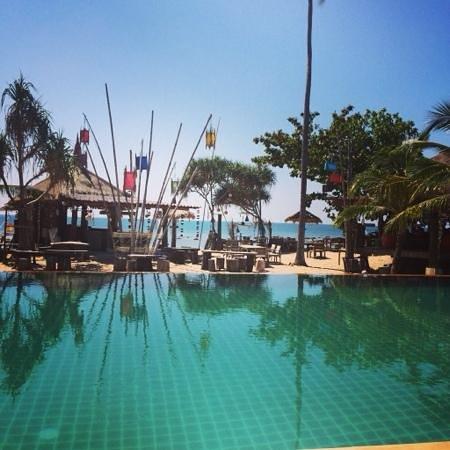 Coco Lanta Resort: dalla piscina al mare