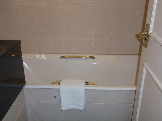 Bedford Hotel: Baño pequeño