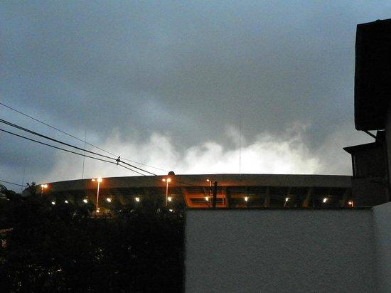 Morumbi Hostel: Vista do Hostel para o Estádio do Morumbi