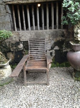 Yap Sandiego Ancestral House: an old chair in the garden