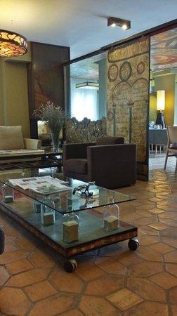 Hotel La Casueña: Junto a la chimenea