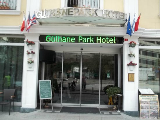 Gulhane Park Hotel: Front of Hotel