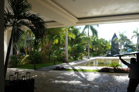 Grand Oasis Palm: En la parte de afuera del hotel