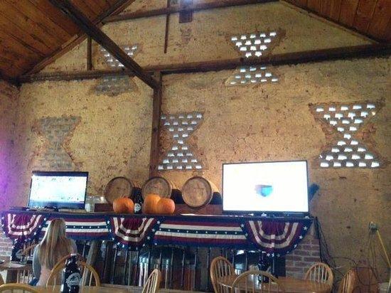 Battlefield Brew Works & Spirits of Gettysburg : The Old Dutch Barn- great atmosphere