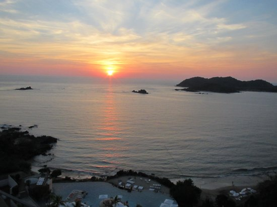 Ixtapa Island (Isla Ixtapa): Isla Ixtapa at sunset