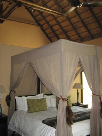 "Inyati Game Lodge, Sabi Sand Reserve: ""Executive"" chalet"